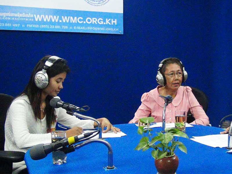 2015-11-12_Radio_WomenForWomen